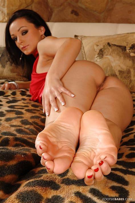 Milf foot fetish Feet: 1,155